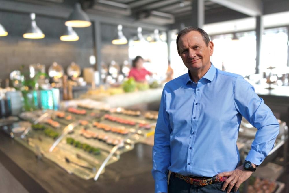 Jan Marek Mołoniewicz doradza w lokalu gastronomicznym